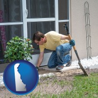 delaware map icon and a landscape contractor working on a landscaping project